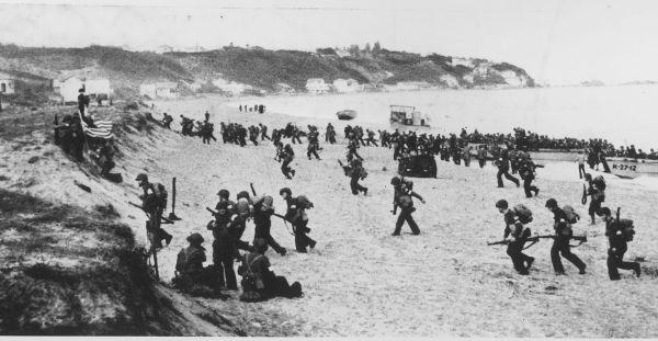 Amerikaanse troepen landen bij Algiers in het kader van operatie Torch. © U.S. National Archives