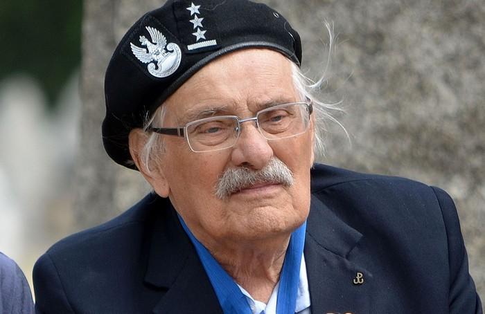 Samuel Willenberg tijdens een bezoek aan Treblinka in 2013 (cc - Adrian Grycuk)