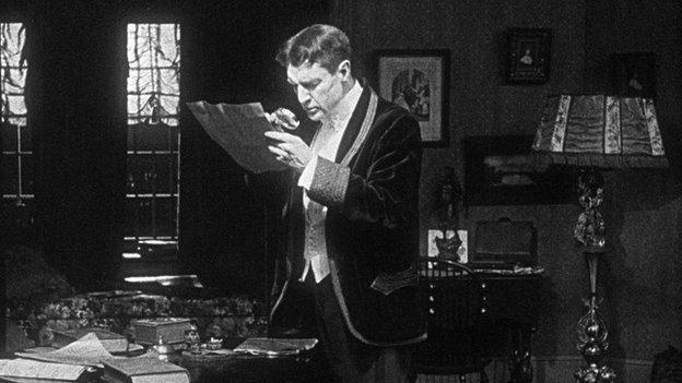 William Gillette als Sherlock Holmes - Still uit de film uit 1916
