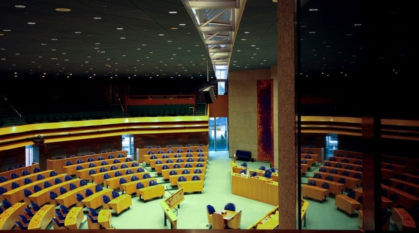 Huidige plenaire zaal van de Tweede Kamer (cc - Risastla)