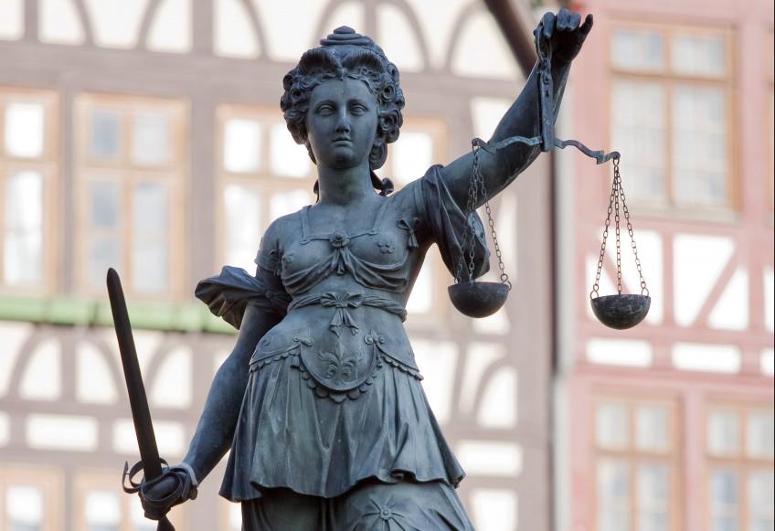 Beeld van vrouwe Justitia in Frankfurt - cc