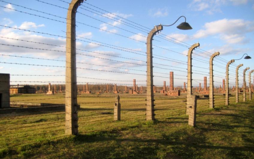 'Auschwitz en Sobibor zijn geen Poolse vernietigingskampen!'