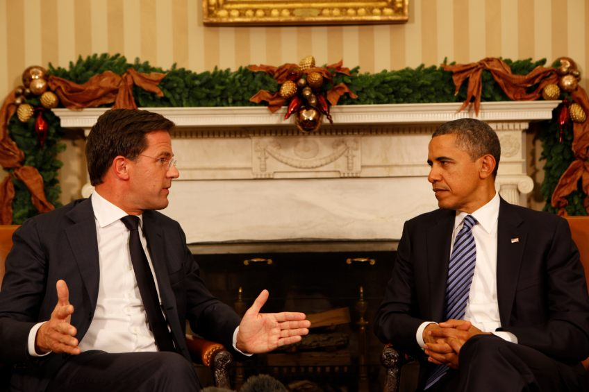 Mark Rutte in gesprek met Barack Obama, 2011 (cc)