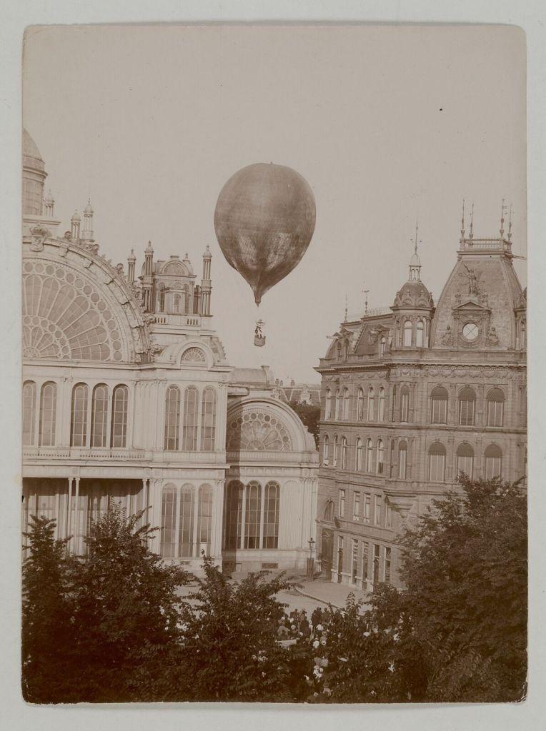 Stadsarchief Amsterdam - Met 'Koningin Wilhelmina' de lucht in