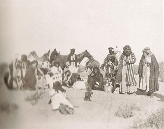 De Ruwala bedoeïenen met in het midden prins Nuri ibn Hazza ibn Sha'lan