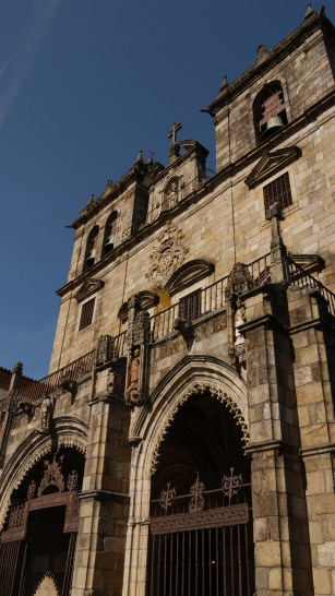Close up of the façade of Sé de Braga (Braga cathedral) - Braga, Portugal (25)