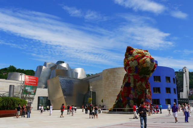 The Guggenheim Museum with Puppy (1992) by Jeff Koons, taken from Mazarredo Aldapa - Bilbao, Spain (71) - Staying in Bilbao