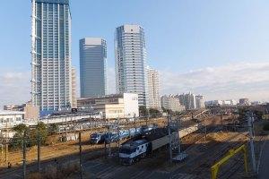 かつて東洋一の規模と言われた「新鶴見操車場」は、規模を縮小のうえ格下げされ「新鶴見信号場」という形で名残をとどめている(2016年撮影)