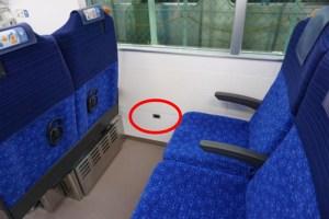 2人掛け座席の窓側にはコンセントが設けられる(西武鉄道ニュースリリースより=PDF)