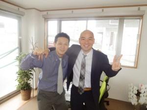 佐藤英多さん(左)は、澤口さんの1社目の会社での後輩。東京から日吉に引っ越してきたという。無料相談は毎月7~10名程度に行っているが「連絡を継続して取り合うことがほとんど」(澤口さん)と、相談者から二人への信頼も厚い(写真:同事務所提供)