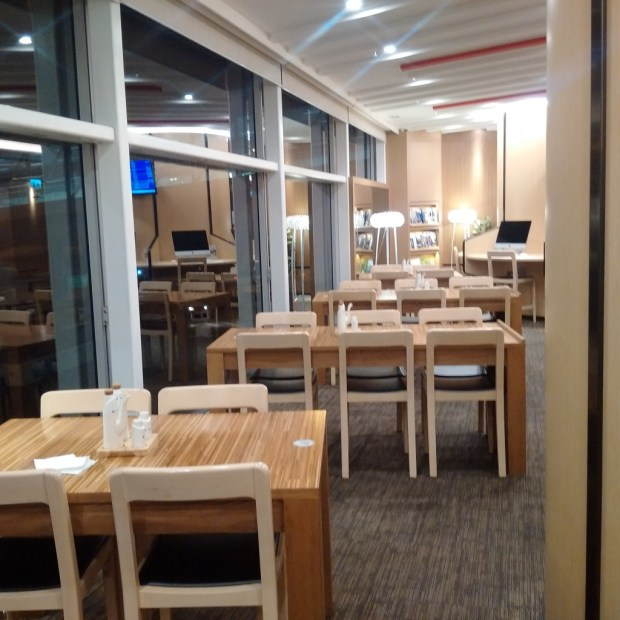 HK Airlines lounge dining area
