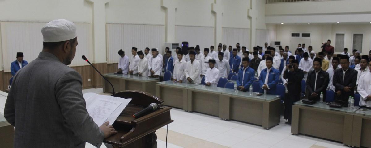 Mas H. Achmad Sa'dulloh bin KH. Abd. Alim Abd. Djalil, Ketua PP IASS saat membacakan ikrar di hadapan PP dan PC HMASS se-Indonesia.