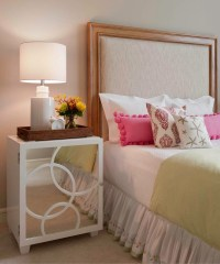 40 Bedside Table Decor Ideas to Fill that Odd Gap