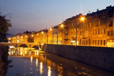 15123626-miljacka-river-in-sarajevo-the-capital-city-of-bosnia-and-herzegovina-at-dusk