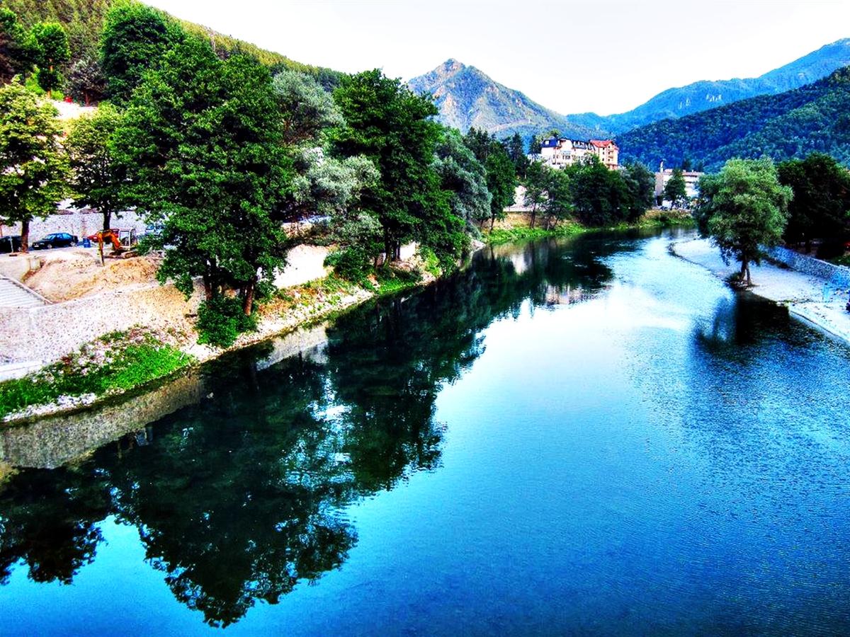Neretva-river_Bosnia-and-Herzegovina_2013_ (1)