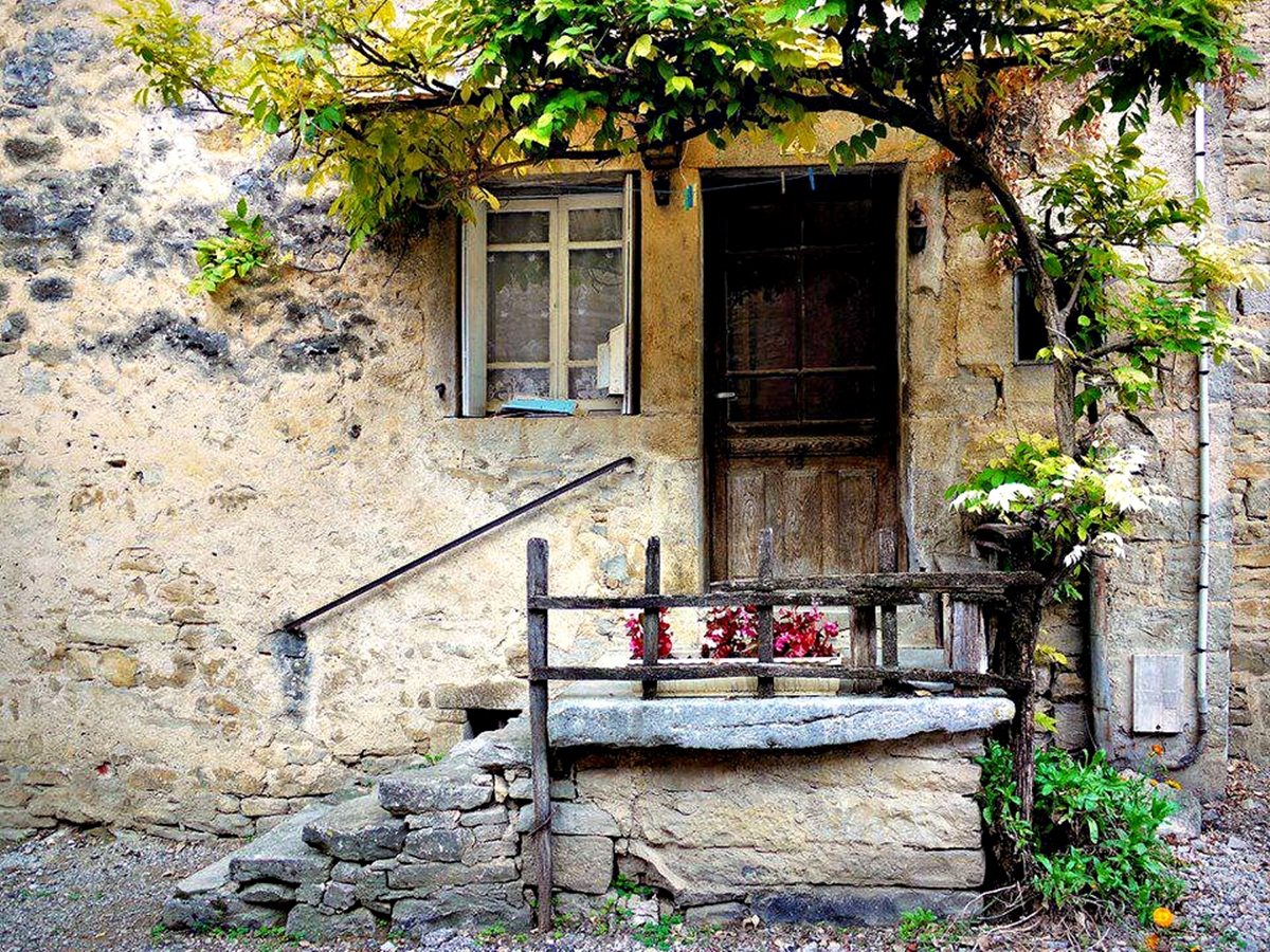 Old-home-in-Mostar_Bosnia-and-Herzegovina_2013_