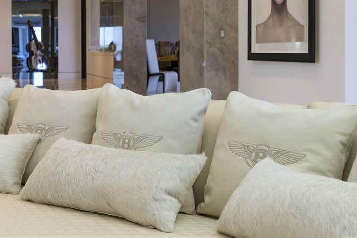 ベントレーのソファー