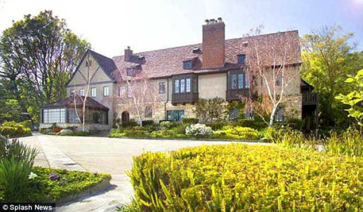 New digs: Sandra Bullock recently purchased this $23 million mansion in Beverly Hills, California
