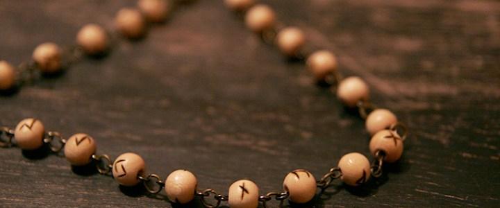 colliers et bracelets «Futhark»