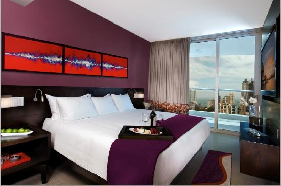 Hard Rock Panama Megapolis for HOMBRE Magazine 17 rock-suite-gold-bedroom