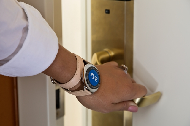 ocean-medallion-close-up-guest-opening-stateroom-door-copy