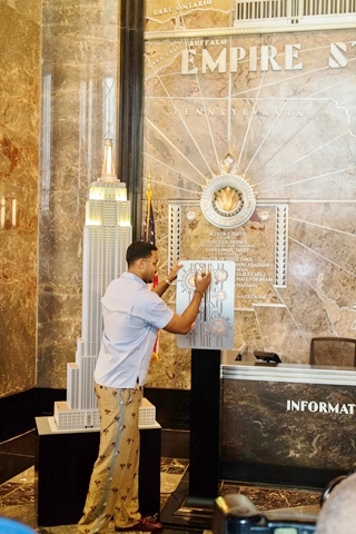 Romeo Santos at Empire State Building for Note for Notes - HOMBRE Magazine 4