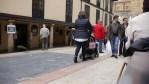 Viendo gente pasar en Oviedo
