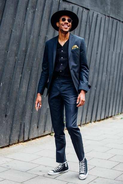 Traje más zapatillas, looks de street style hombre, otoño 2015 (3)