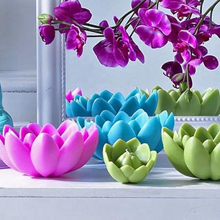 разноцветные плавающие свечи лотос