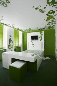 яркий декор дома - комната в зеленом стиле