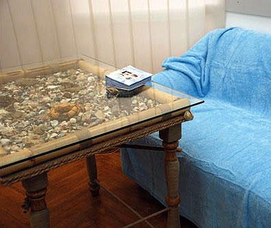 Декоративный журнальный столик с ракушками
