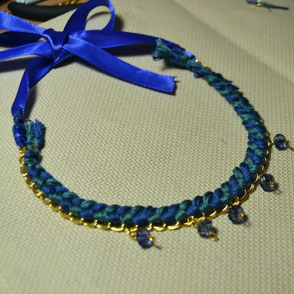 Ожерелье из проволоки и бусины своими руками