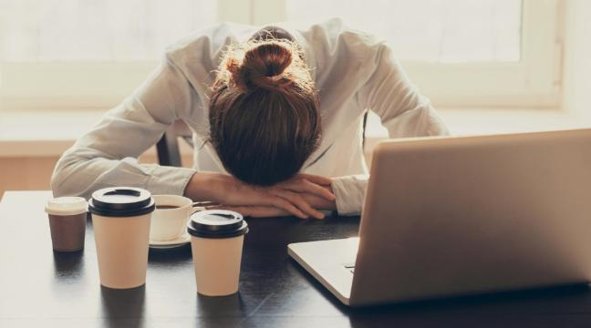 9 simple yet clever ways to stay awake when the afternoon slump