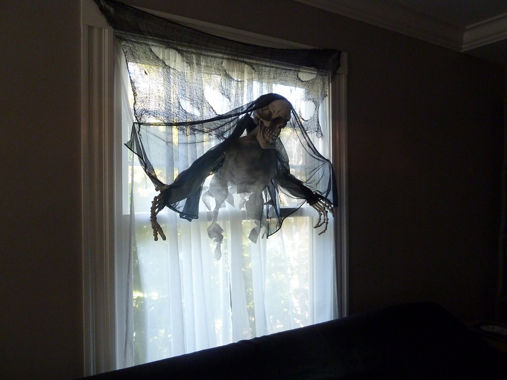 The 33 Best Halloween Window Decorations for 2018