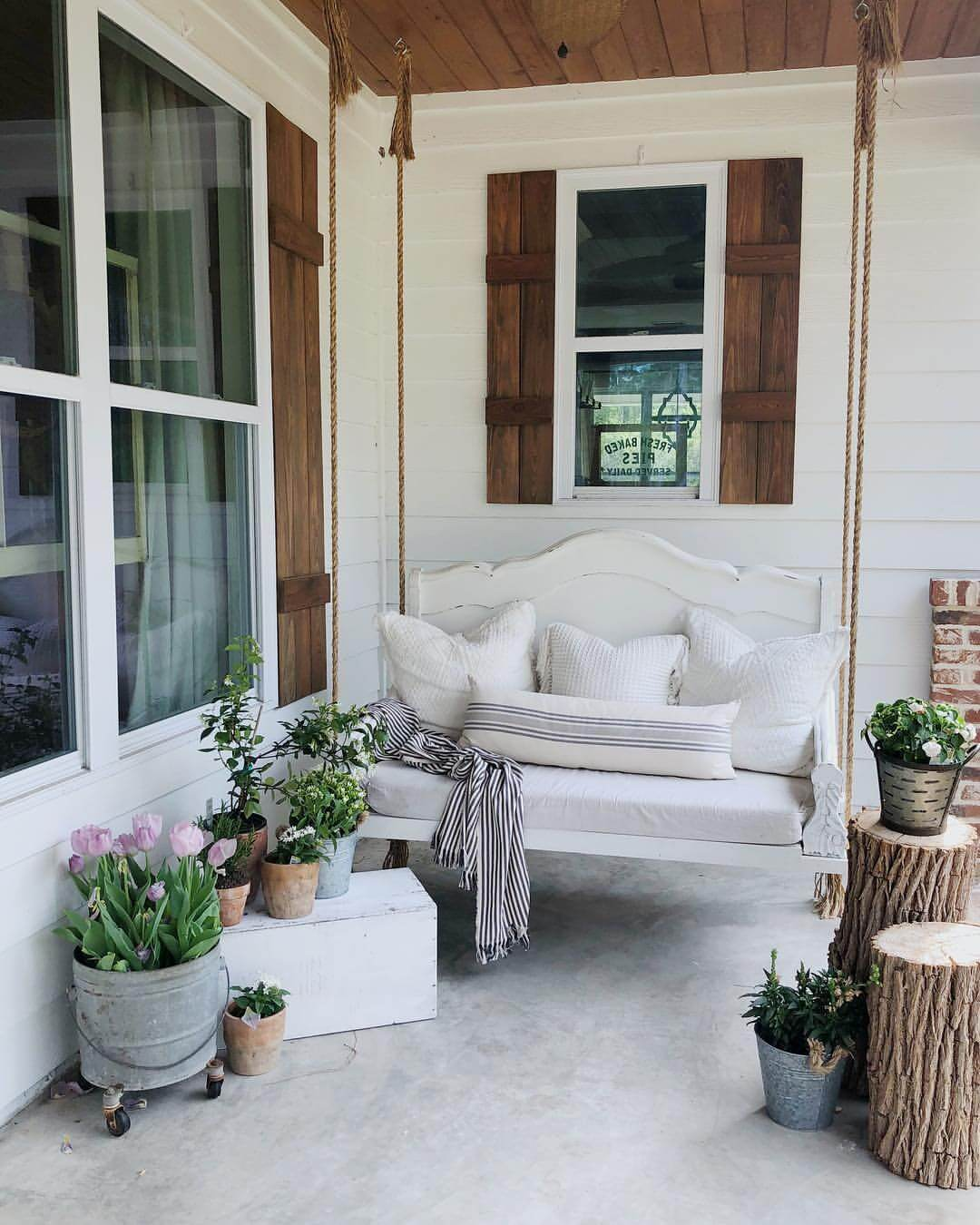 Farmhouse Front Porch Swing 17 Best Farmhouse Outdoor Decor Ideas And Designs For 2019