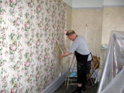 The Best Way To Remove Old Wallpaper | The Homebuilding ...