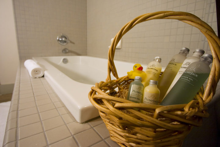 Sprucing Up Your Guest Bathroom? Try These 8 Easy Guest Bathroom - guest bathroom decorating ideas