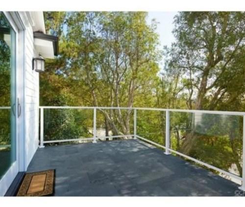 Judd-Apatows-home-balcony-ed3dc2-576x430