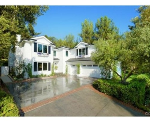 Judd-Apatows-home-driveway-dc7066-589x423