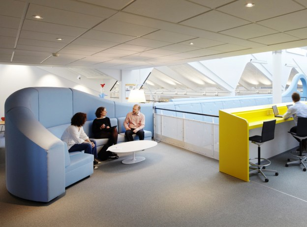 via: http://www.home-designing.com/2012/02/lego-office-denmark