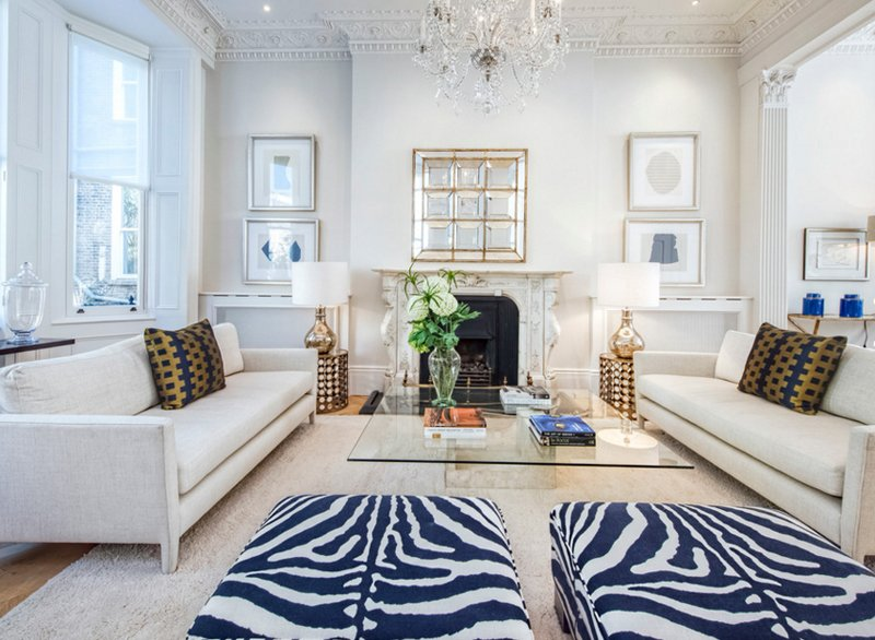 20 Appealing Living Rooms with Gold and Navy Accents