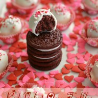Red Velvet Oreo Truffles for Valentine's Day ♥