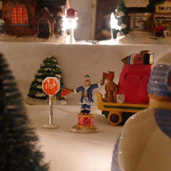 Homemade Parties Christmas House30