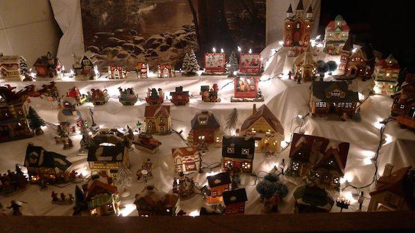Homemade Parties Christmas House39