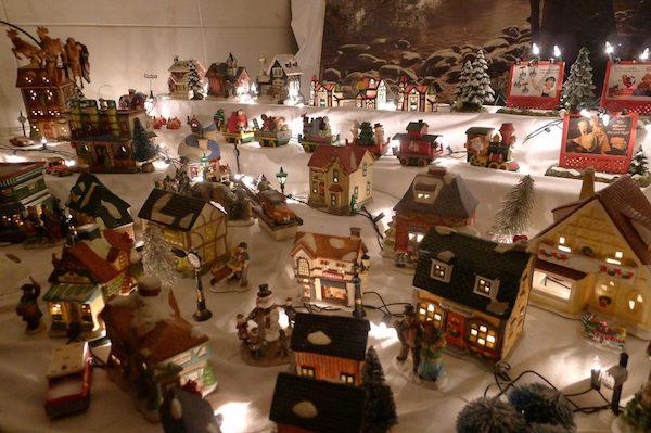 Homemade Parties Christmas House41