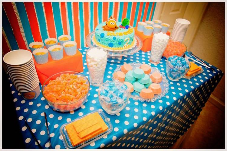 Homemade Parties DIY Finding Nemo Dory _ Russel05