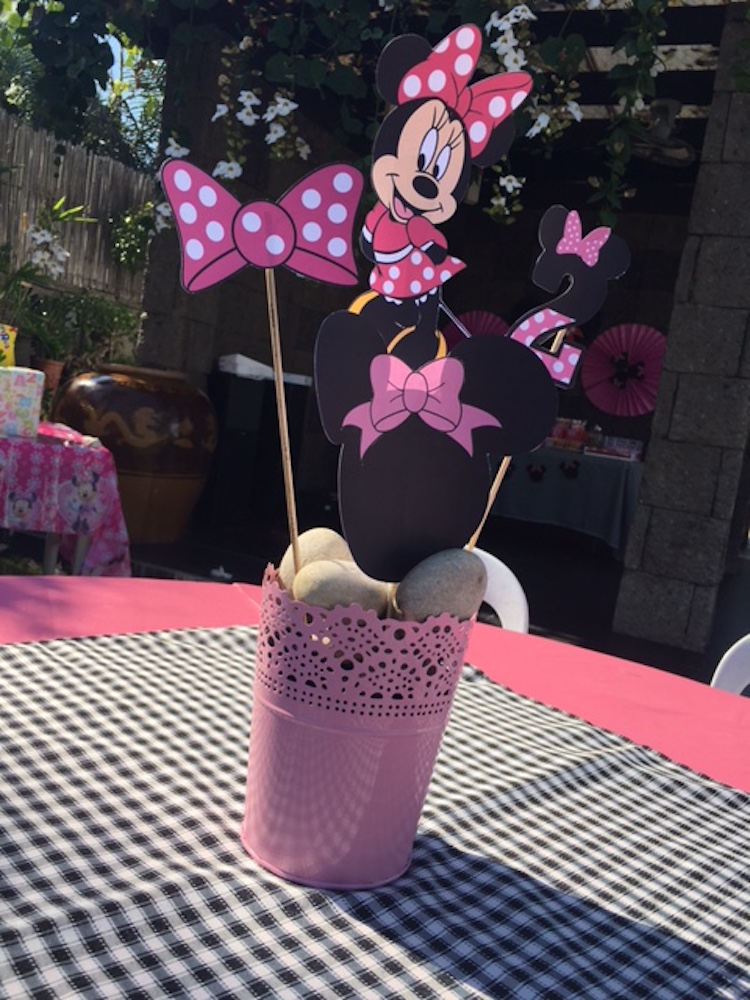 Homemade Parties DIY Party _Minnie Mouse Party Ina05