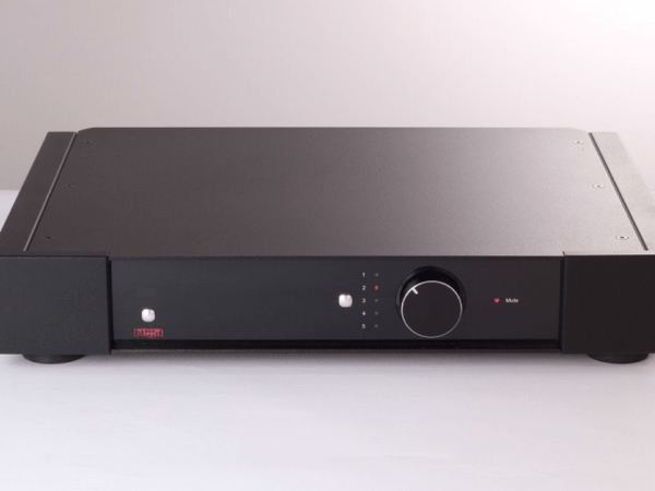 Rega Elex-R Integrated Amplifier Front 150dpi