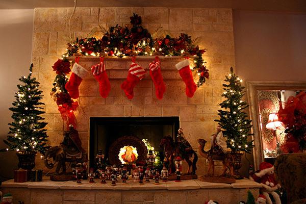 Awesome Light Christmas Tree With Fireplace Ideas