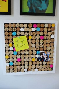 diy-wine-cork-bulletin-board-decoration